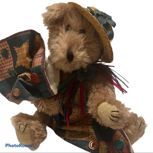 Stuffed Boyd's Bear with straw hat & cloth quilt